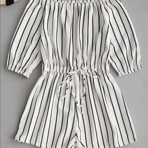 Off Shoulder Tied Bowknot Striped Romper